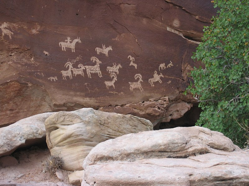 File:Ute Petroglyphs in Arches National Park.jpg