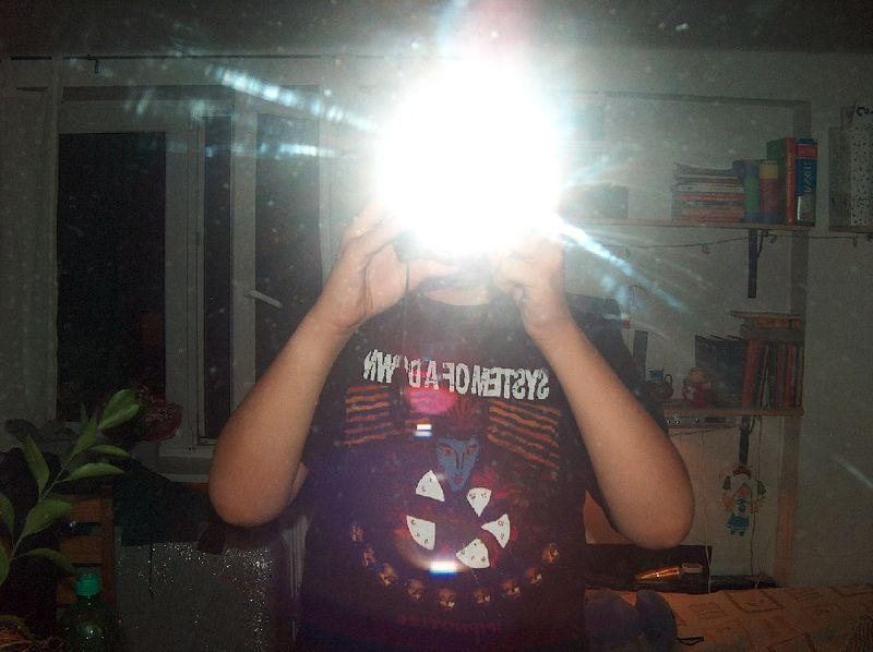 File:Man photographing himself in a mirror with flash.jpg